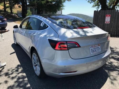 Lộ nội thất Tesla Model 3 khiến nhiều người ngỡ ngàng - 3