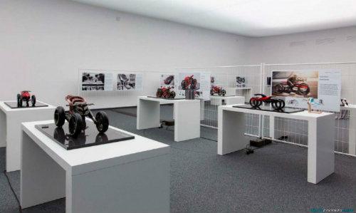 Ducati đang phát triển môtô 4 bánh độc lạ? - 12