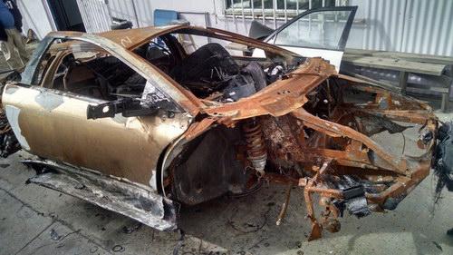 """Siêu xe Murcielago """"trơ khung"""" được bán giá 345 triệu đồng - 1"""