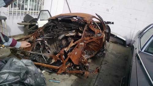 """Siêu xe Murcielago """"trơ khung"""" được bán giá 345 triệu đồng - 4"""