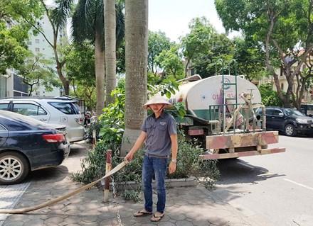 Nắng 40 độ, dân Hà Nội nghỉ làm ở nhà canh nước sinh hoạt - 6