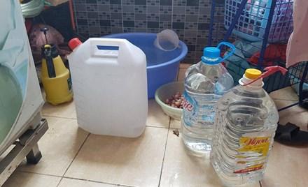 Nắng 40 độ, dân Hà Nội nghỉ làm ở nhà canh nước sinh hoạt - 3