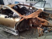 """Siêu xe Murcielago  """" trơ khung """"  được bán giá 345 triệu đồng"""