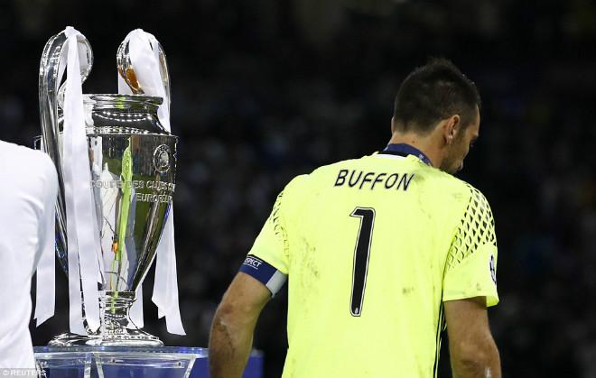Ảnh: Real - Ronaldo phá bỏ lời nguyền, vinh danh sử sách - 11