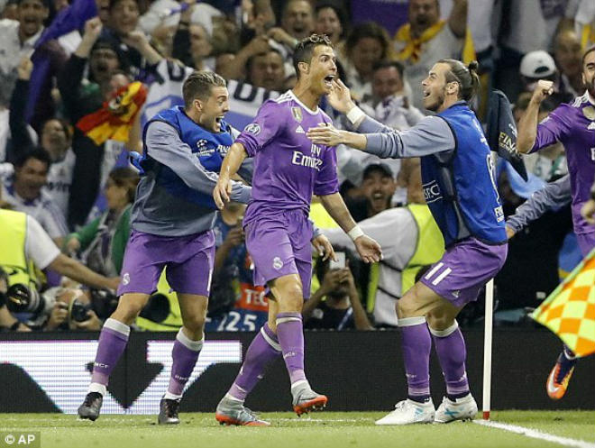 Ảnh: Real - Ronaldo phá bỏ lời nguyền, vinh danh sử sách - 8