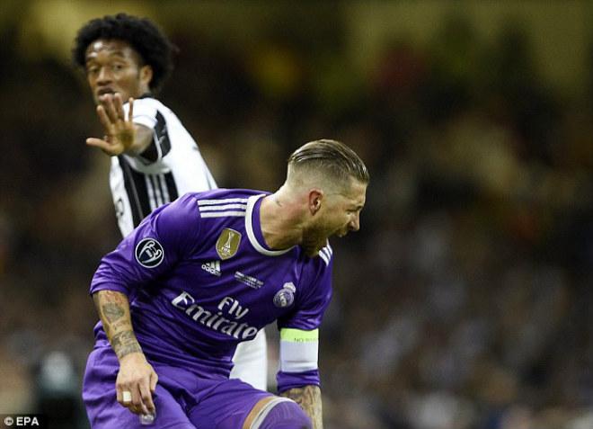 """Ramos diễn kịch, SAO Juventus ăn thẻ đỏ """"ngớ ngẩn"""" - 3"""