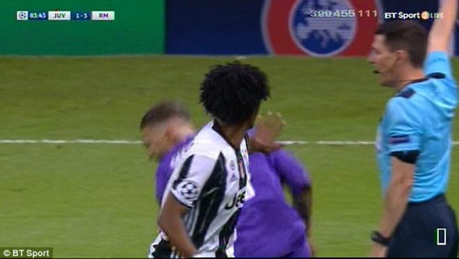 """Ramos diễn kịch, SAO Juventus ăn thẻ đỏ """"ngớ ngẩn"""" - 2"""