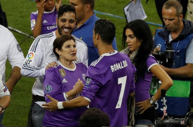 Ảnh: Real - Ronaldo phá bỏ lời nguyền, vinh danh sử sách - 12