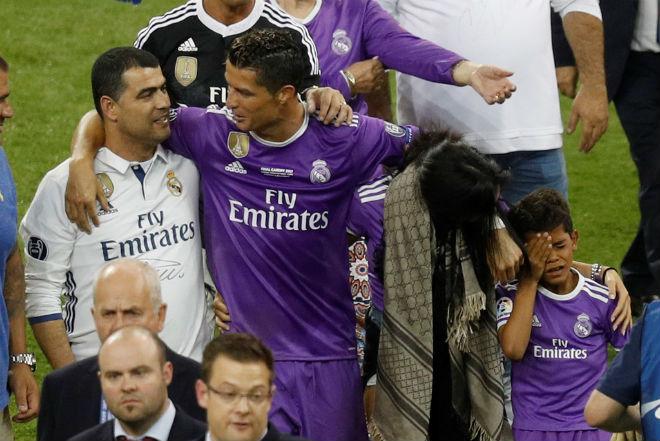 Ảnh: Real - Ronaldo phá bỏ lời nguyền, vinh danh sử sách - 13