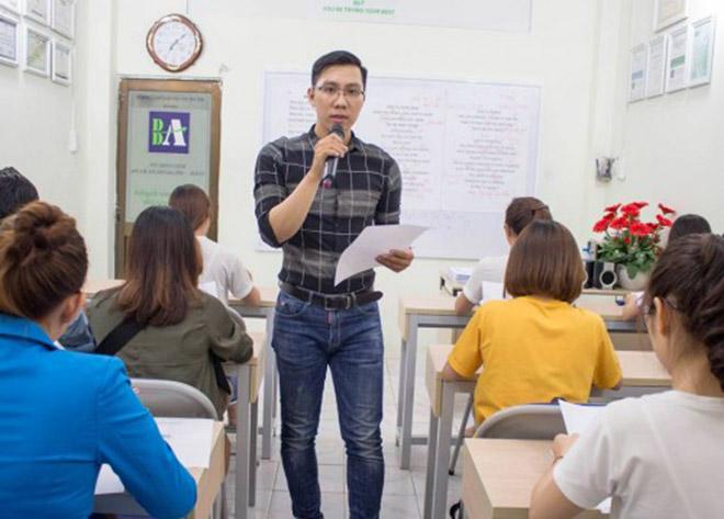 """Thầy giáo hát """"Duyên phận"""" dạy 12 thì tiếng Anh gây sốt - 1"""