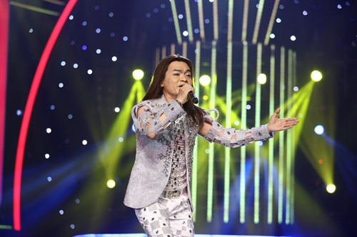 """Minh Thuận """"trở về"""" trên sân khấu khiến Hoài Linh xúc động - 2"""