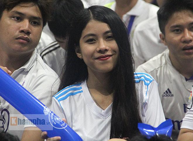 """Người đẹp """"quẩy"""" hết mình mừng Real Madrid lên đỉnh cúp C1 - 1"""