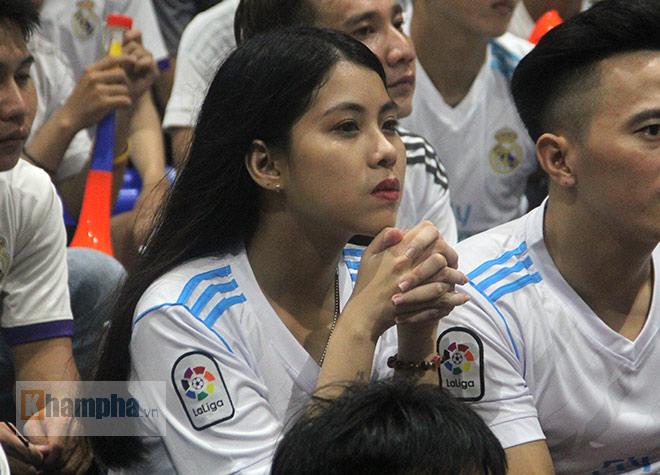 """Người đẹp """"quẩy"""" hết mình mừng Real Madrid lên đỉnh cúp C1 - 4"""