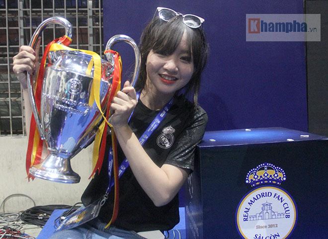 """Người đẹp """"quẩy"""" hết mình mừng Real Madrid lên đỉnh cúp C1 - 9"""
