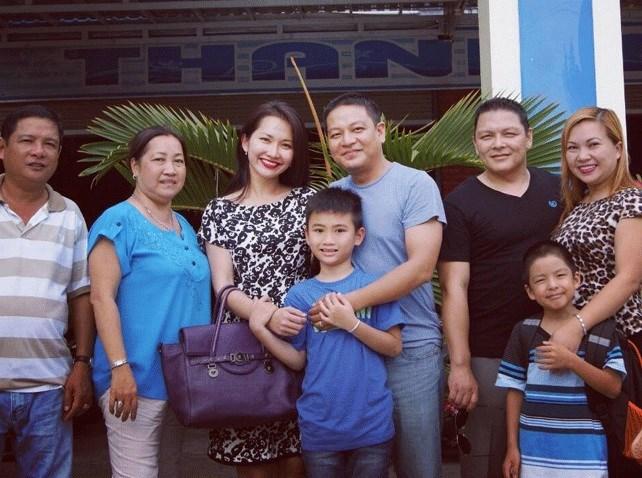 Bất ngờ cách bố dượng đối xử với con riêng của Jennifer Phạm, Kim Cương - 8