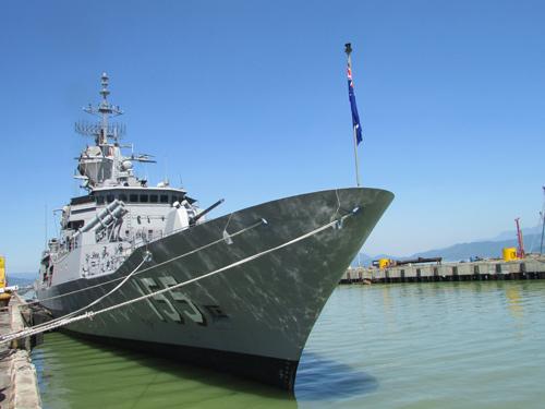 Tàu trang bị tên lửa của Australia cập cảng Tiên Sa - 2