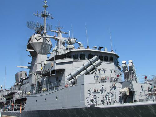 Tàu trang bị tên lửa của Australia cập cảng Tiên Sa - 1