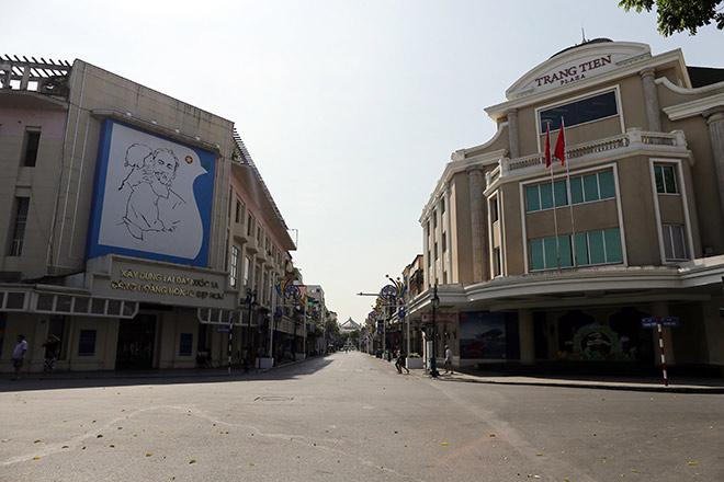 """Người Hà Nội """"cố thủ"""" trong nhà trốn nắng, phố phường vắng hoe - 9"""