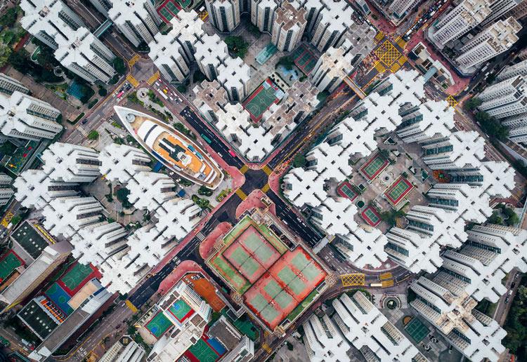 Những tòa cao ốc Hồng Kông nhìn từ trên... trời - 4