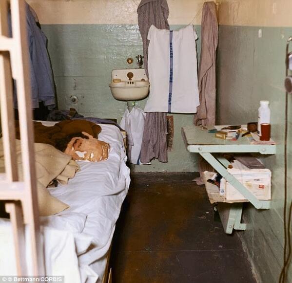 """""""Đảo tù"""" khét tiếng chưa ai từng trốn thoát ở Mỹ - 4"""