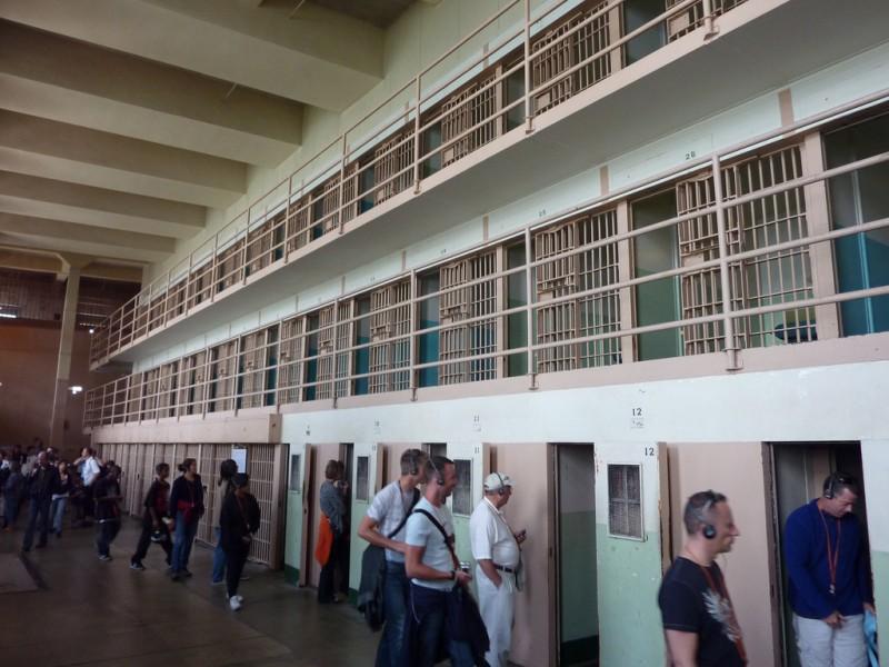 """""""Đảo tù"""" khét tiếng chưa ai từng trốn thoát ở Mỹ - 5"""