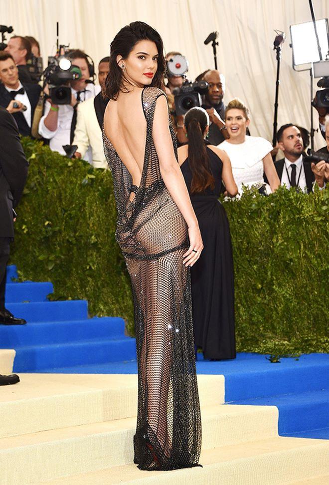 2 chiếc váy hở 90% cơ thể của Khánh My và Kendall Jenner - 5