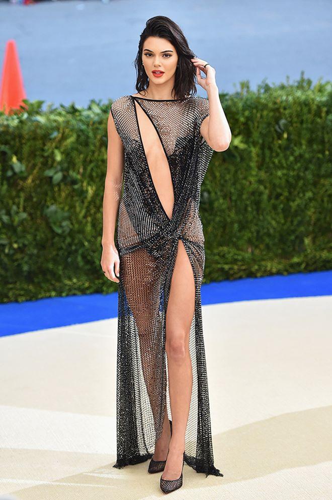 2 chiếc váy hở 90% cơ thể của Khánh My và Kendall Jenner - 6