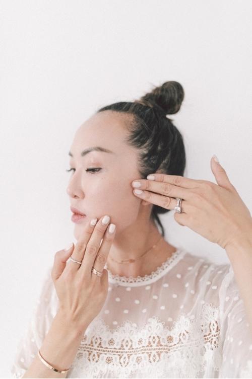 Nếu chưa biết bôi kem dưỡng đúng điệu, học ngay blogger gốc Hàn! - 3