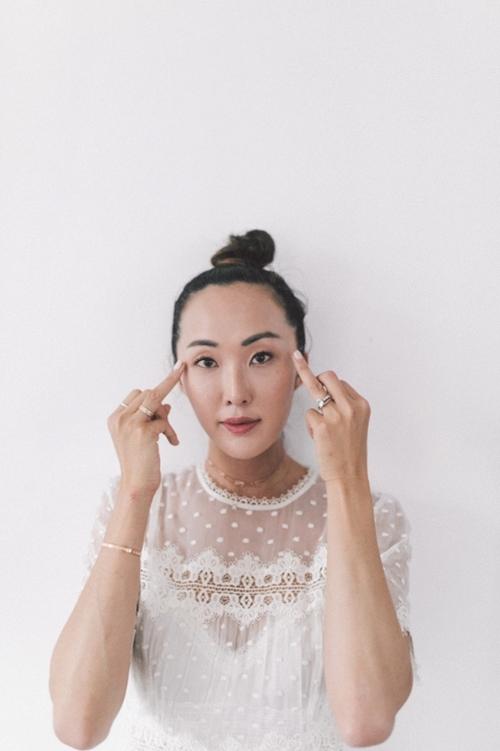Nếu chưa biết bôi kem dưỡng đúng điệu, học ngay blogger gốc Hàn! - 4