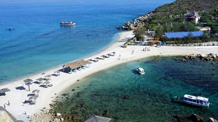 Đảo yến Hòn Nội và bãi tắm đôi có một không hai - 1