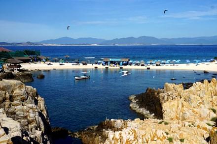 Đảo yến Hòn Nội và bãi tắm đôi có một không hai - 2