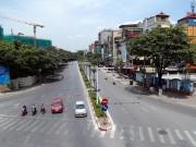 """Người Hà Nội  """" cố thủ """"  trong nhà trốn nắng, phố phường vắng hoe"""