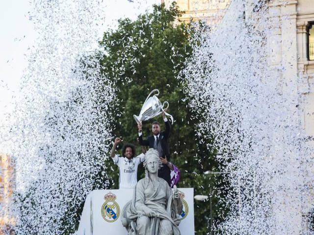 Real Madrid rước cúp C1: Nữ thần Cibeles chào đón