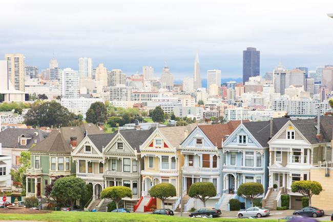 """Biệt thự 2820 Scott Street nằm ở San Francisco, Mỹ, giữa những căn nhà có lối kiến trúc Victoria tuyệt đẹp. Căn biệt thự chỉ cách """"Khu tỷ phú"""" Pacific Heights khoảng 3km về phía bắc."""