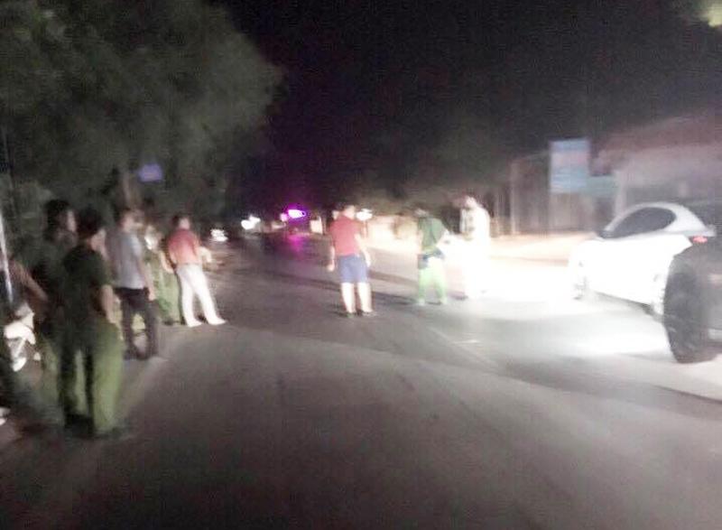Hàng chục người vác dao, súng truy sát tài xế xe Mazda trên quốc lộ - 2
