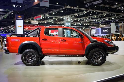 Cách tân Chevrolet Colorado với gói độ chính hãng - 4