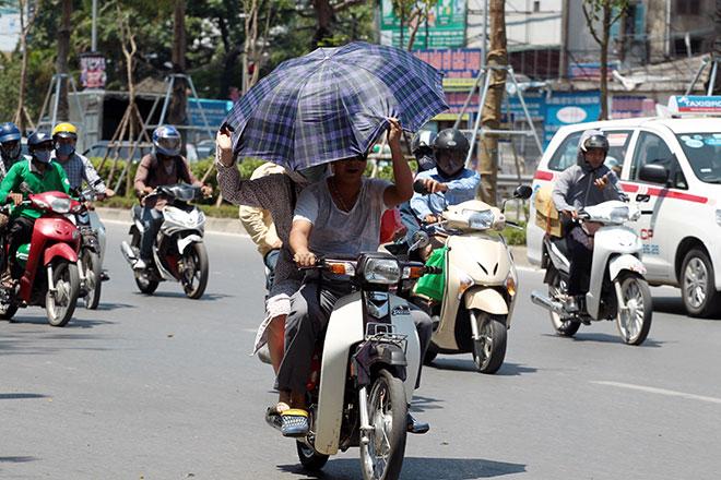 Nắng nóng cực độ khiến đàn ông ra đường cũng phải mặc váy - 5