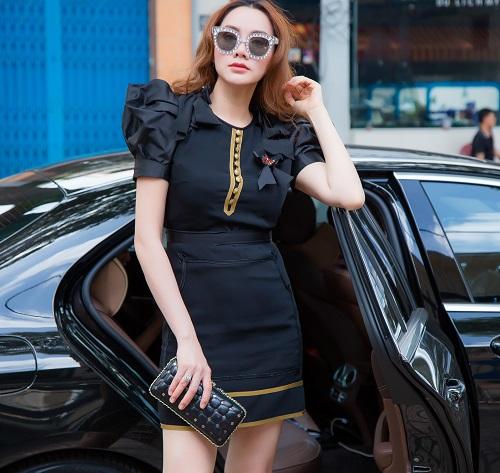"""Bóc giá váy áo hàng hiệu """"nâng tầm đẳng cấp"""" của Trang Nhung - 4"""