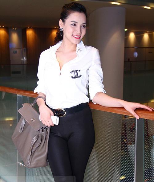 """Bóc giá váy áo hàng hiệu """"nâng tầm đẳng cấp"""" của Trang Nhung - 8"""