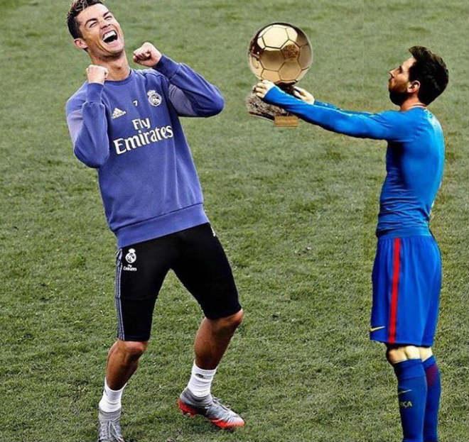 """Báo chí khen Ronaldo bất tử, Messi """"tự nguyện"""" dâng Bóng vàng - 1"""