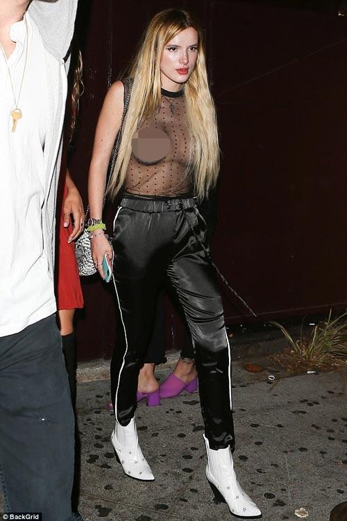"""Hot girl Brazil 19 tuổi táo bạo """"thả rông"""" mặc như không - 3"""