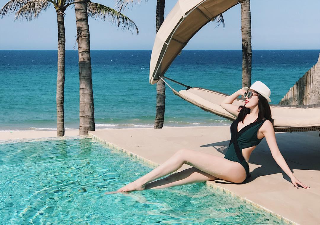 """Bảo Thy mặc bikini nhảy nhót giỡn sóng khiến anh em muốn """"phi ra biển"""" - 2"""