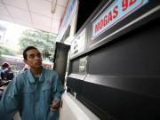 Tin tức trong ngày - Xăng dầu đồng loạt tăng giá trong đợt nắng nóng kỷ lục