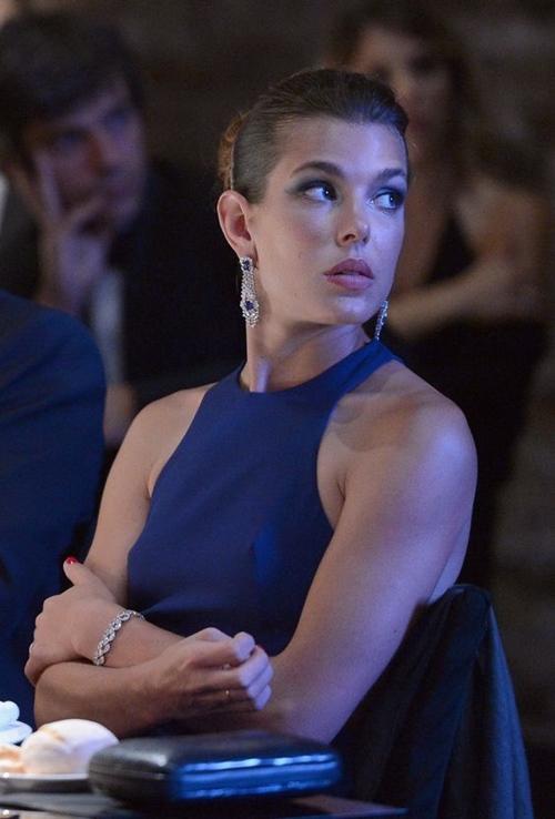 Bí quyết đẹp ngây ngất của công chúa ăn chơi nhất Monaco - 10