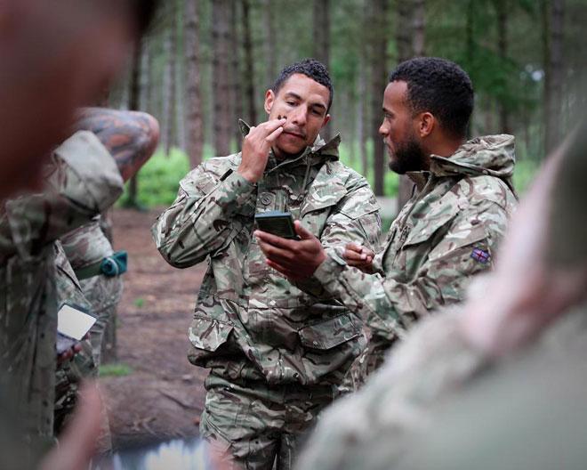 """Cực độc: ĐT Anh """"nhập ngũ"""", khổ luyện với Thủy quân lục chiến - 2"""