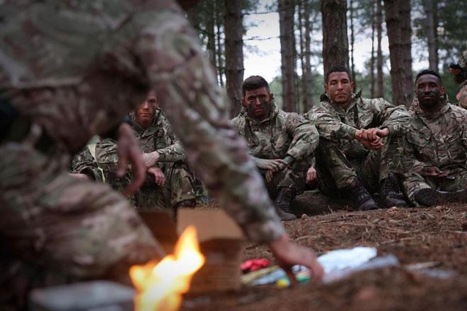 """Cực độc: ĐT Anh """"nhập ngũ"""", khổ luyện với Thủy quân lục chiến - 4"""