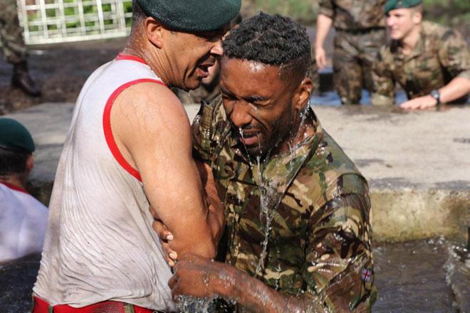 """Cực độc: ĐT Anh """"nhập ngũ"""", khổ luyện với Thủy quân lục chiến - 6"""