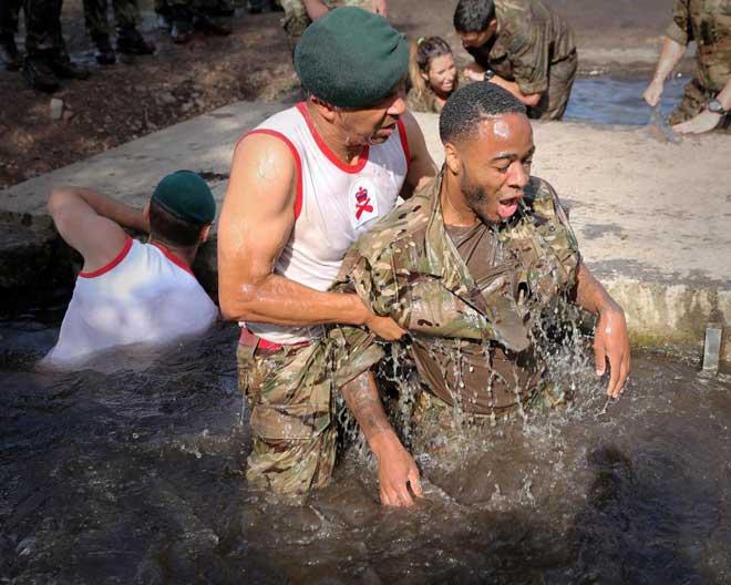"""Cực độc: ĐT Anh """"nhập ngũ"""", khổ luyện với Thủy quân lục chiến - 7"""