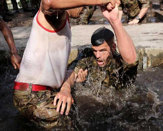 """Cực độc: ĐT Anh """"nhập ngũ"""", khổ luyện với Thủy quân lục chiến - 8"""