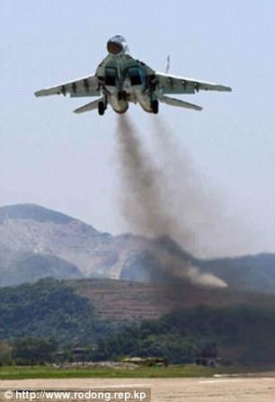 Không quân Triều Tiên rầm rộ tập bắn phá tàu sân bay - 1
